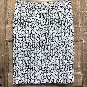 Ann Taylor Factory black & white skirt - size 6